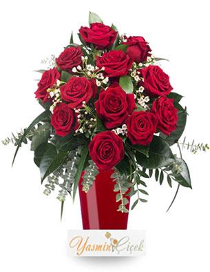 Aşkın Rengi Kırmızı Gül Cam Vazoda 12 Adet Kırmızı Gül