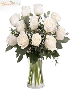 Saflık ve samimiyetin simgesi beyaz güller