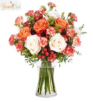 Güllerin kriziantemle çiçeği ile dansı