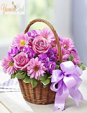Hasır Sepette Kır çiçekleri ve güller