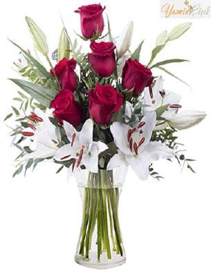 Afrodit; Kırmızı Güller ve Beyaz Zambak Lilyumlar