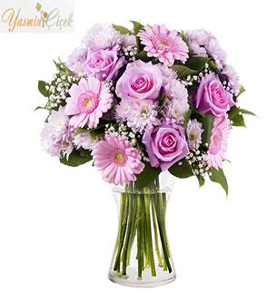 Tatlı Bir Tebessüm; Güller ve Gerberalar